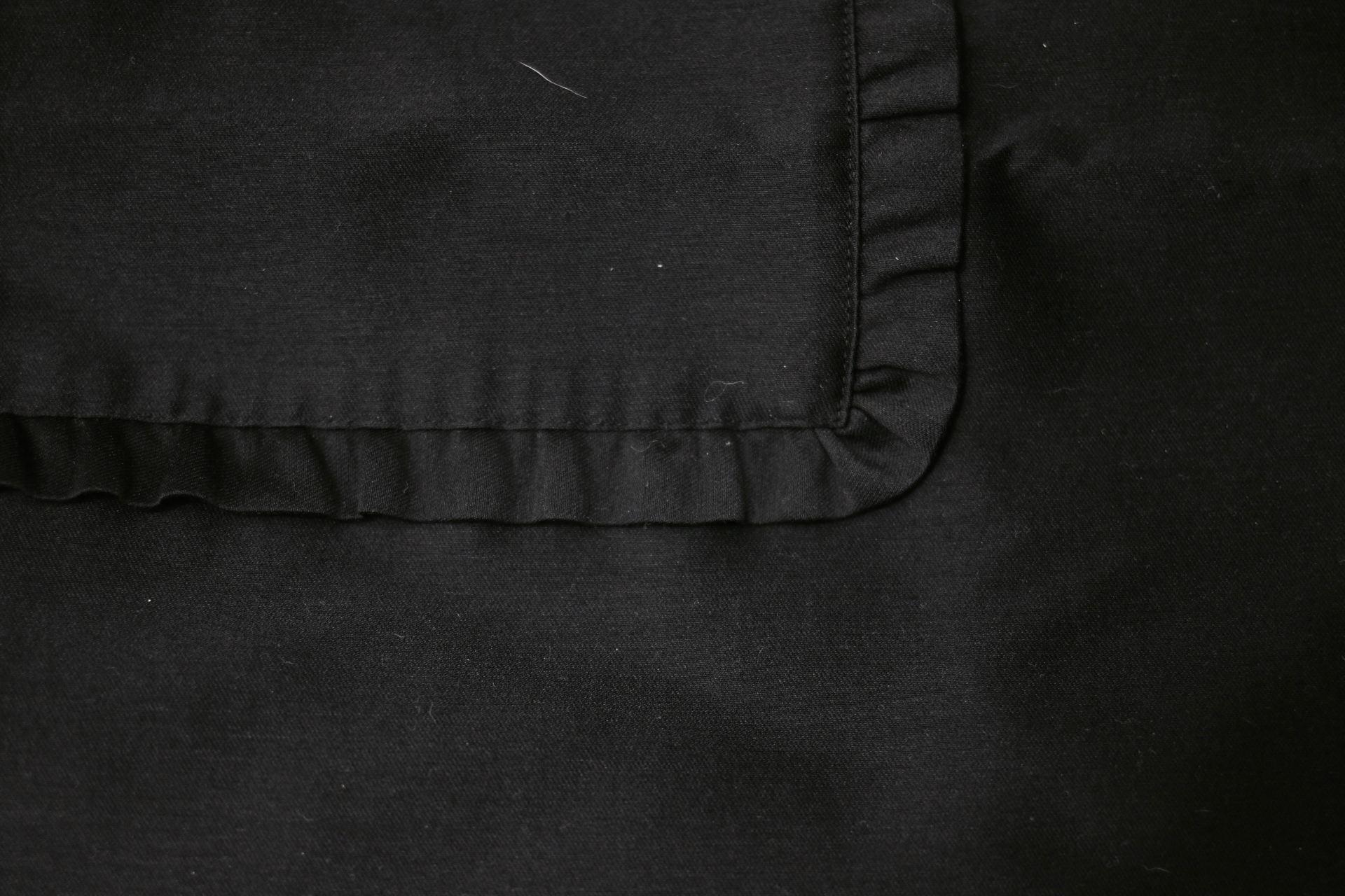 robe noir cos detail