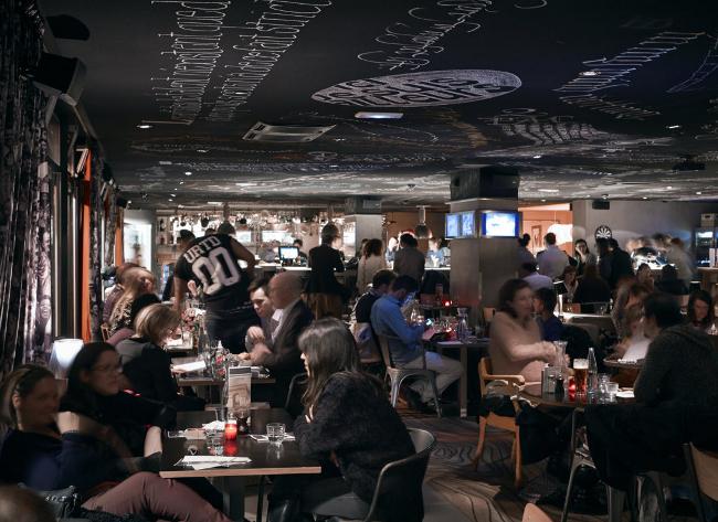 mama-shelter-paris-restaurant-4